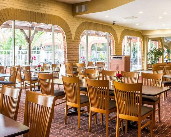 Quality Hotel Americana Nogales: Enjoy breakfast in this seating area
