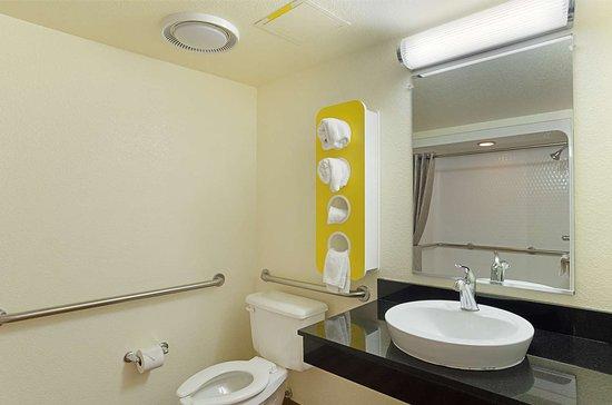 Fort Lupton, CO: bathroom