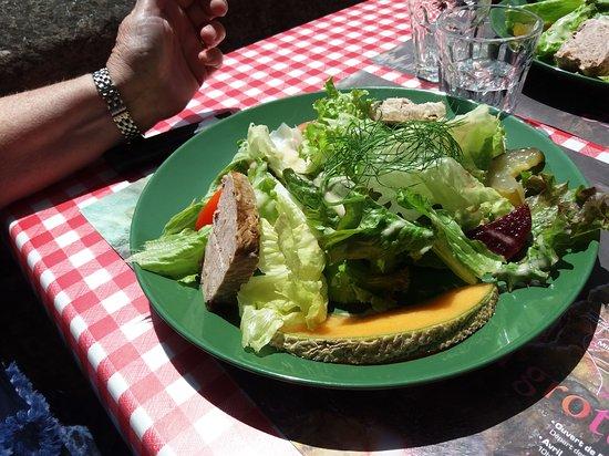 La Roque-Sainte-Marguerite, França: Entrée salade et charcuteries