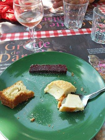 La Roque-Sainte-Marguerite, França: Dessert gâteau aux amandes, crème brûlée, et pâte de fruits maison