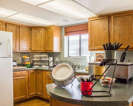 Rodeway Inn Silver Creek Inn: Breakfast room