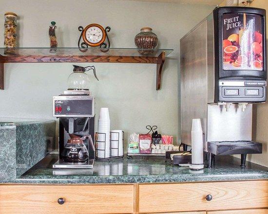 Rodeway Inn Silver Creek Inn: Assorted breakfast items
