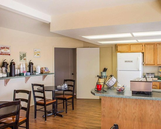 Rodeway Inn Silver Creek Inn: Spacious breakfast area