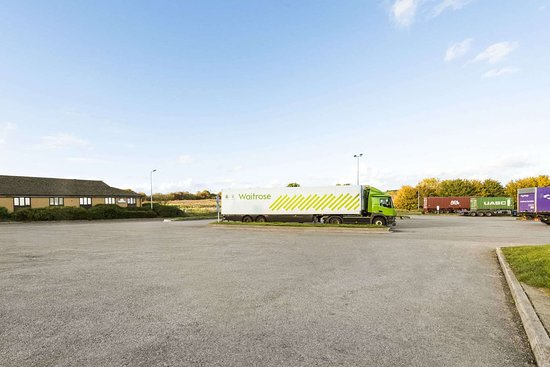 Sutton Scotney, UK: Truck Parking