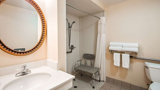 Best Western Plus Twin View Inn & Suites: Guest Bathroom