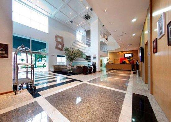 Quality Hotel Curitiba: Hotel lobby