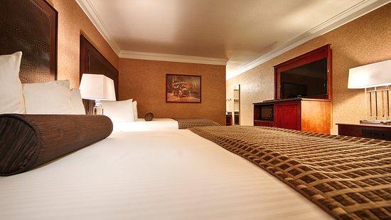 Best Western Plus Humboldt Bay Inn: Two Queen Guest Room