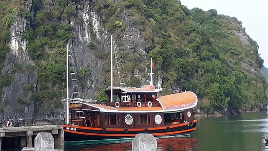 Vintage Junk Nang Tien Cruise