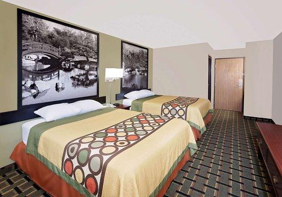Canton, IL: Guest room