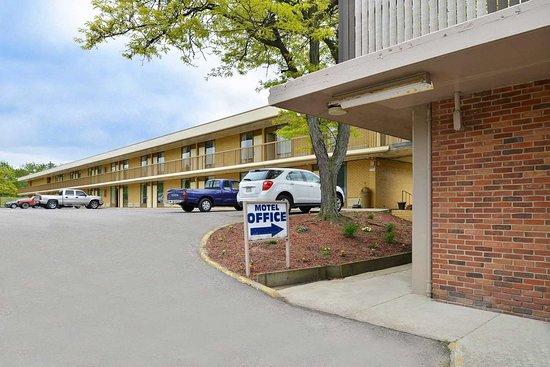 rodeway inn 54 7 4 updated 2018 prices motel. Black Bedroom Furniture Sets. Home Design Ideas