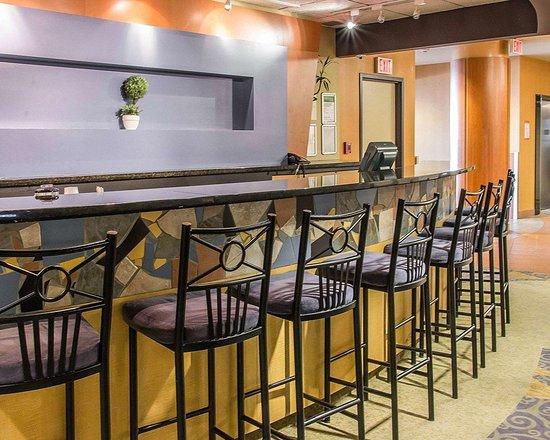 Clarion Hotel Winnipeg: Hotel bar