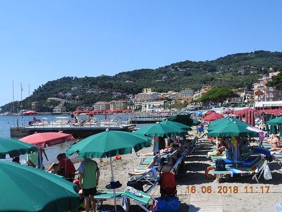 Spiaggia Libera Attrezzata Bagni dell'Angelo