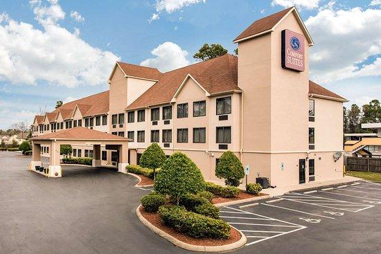 Comfort Suites: Hotel exterior