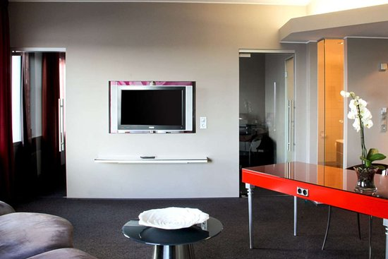 Clarion Hotel Bergen Airport: Spacious suite with added amenities
