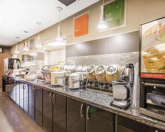 Comfort Suites Kelowna: Breakfast area