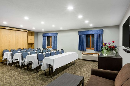 Baymont by Wyndham Pella: Meeting Room