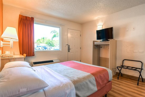 Motel 6 Los Angeles - Norwalk