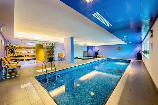 Best western premier deira updated 2018 prices hotel reviews dubai united arab emirates for Dubai airport swimming pool price