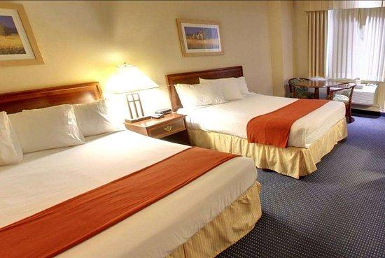 Travelodge Trenton: Guest room