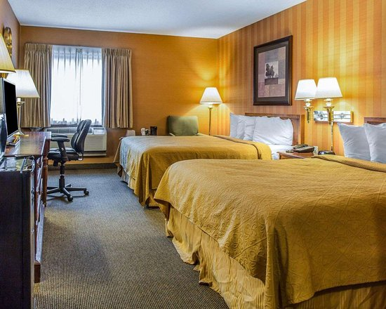 Plainfield, CT: Guest room with queen beds