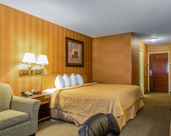 Plainfield, CT: Guest room with one bed