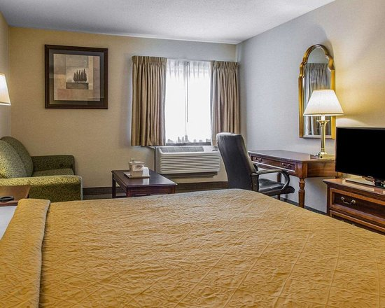 Plainfield, CT: Guest room with added amenities