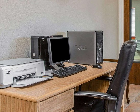 Plainfield, CT: Business center with high-speed Internet access