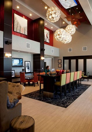 Hampton Inn & Suites Marksville: Perfect Mix Lobby