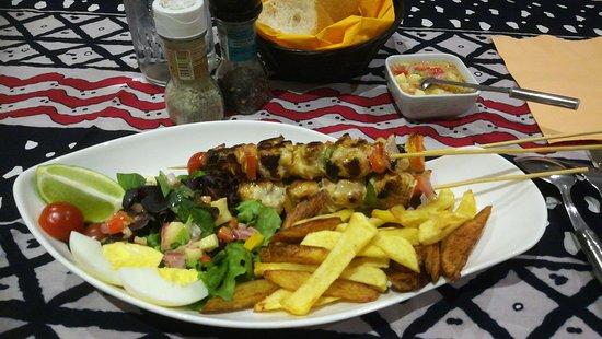 Yoff, Senegal: plat du dîner : brochette de poisson ! un délice !