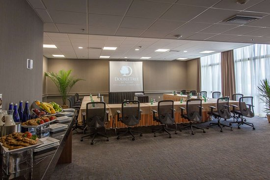 Doubletree Hotel Greentree: DoubleTree By Hilton Hotel Pittsburgh-Green Tree $125