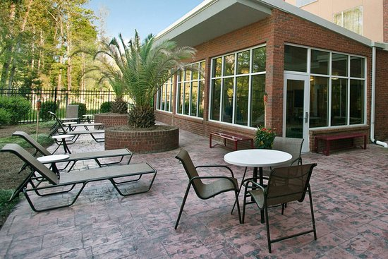 DoubleTree by Hilton Hotel Savannah Airport: Exterior