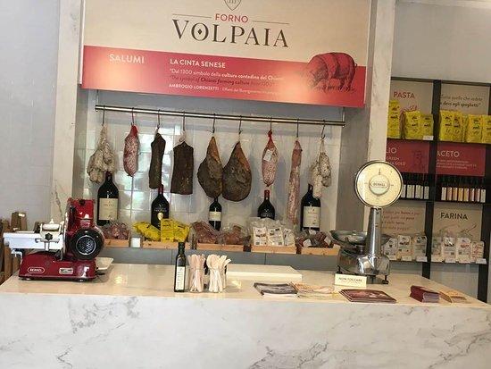 Volpaia, Italia: l'interno del piccolo Forno, ha la sua atmosfera