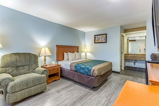 Ripley, MS: Guest room with queen bed(s)