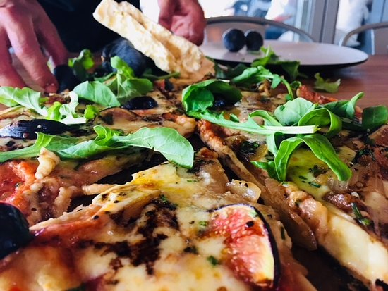 The Hub Cafe: Fresh Fig, Blue Cheese, Fresh Rocket & a drizzle of blasmic reduction - Sublime!
