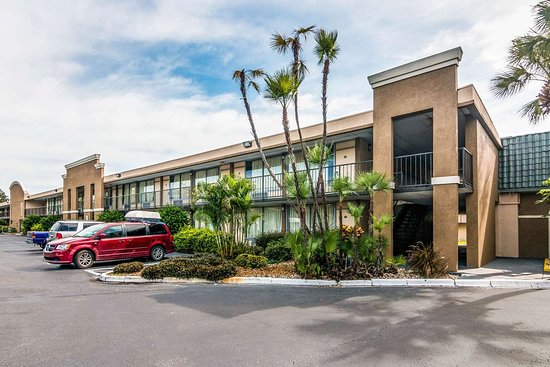 Rodeway Inn & Suites: Hotel exterior