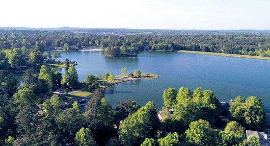 Fairfield Plantation Resort: Arial view of beach and dam