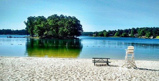 Fairfield Plantation Resort: Beach with live guard on duty