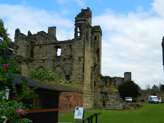 Ashby de la Zouch Castle: AND A COUPLE OF WALLS