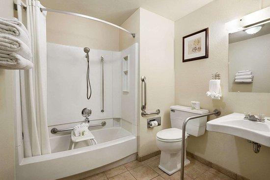 Super 8 by Wyndham Bozeman : ADA Bathroom
