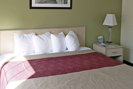 Gloucester City, NJ: Well-equipped guest room