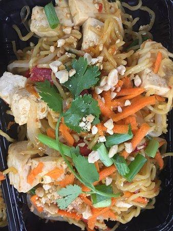 So Thai : Egan Thai peanut noodle