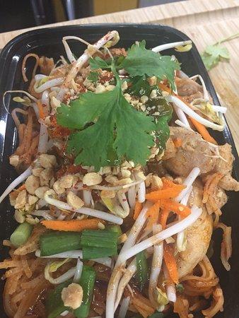 So Thai : Chicken / Tofu / shrimp Pad Thai