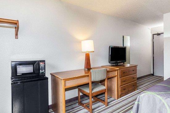 Dunbar, WV: 1 Queen Bed Room