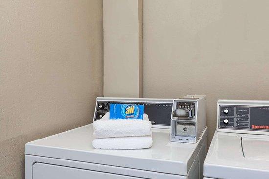 Dunbar, WV: Guest Laundry