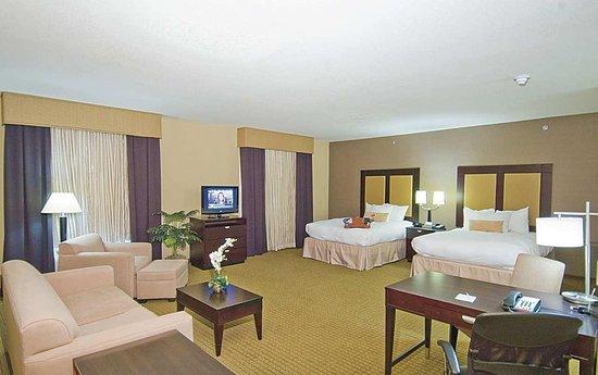 Decatur, TX: Two Queen Suite