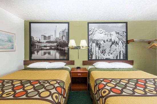 Super 8 by Wyndham Ainsworth: Guest room