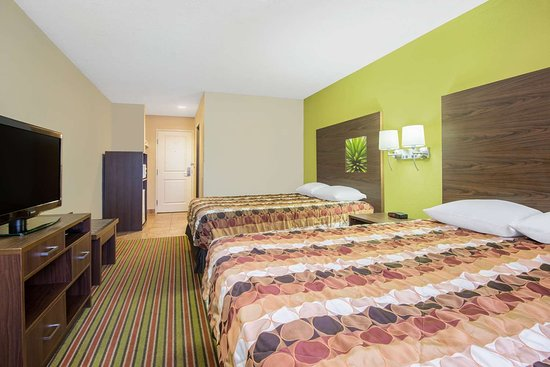Super 8 by Wyndham Portales: Guest room