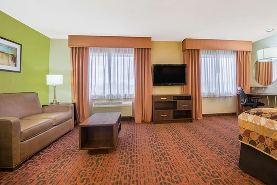 Super 8 by Wyndham Portales: Suite