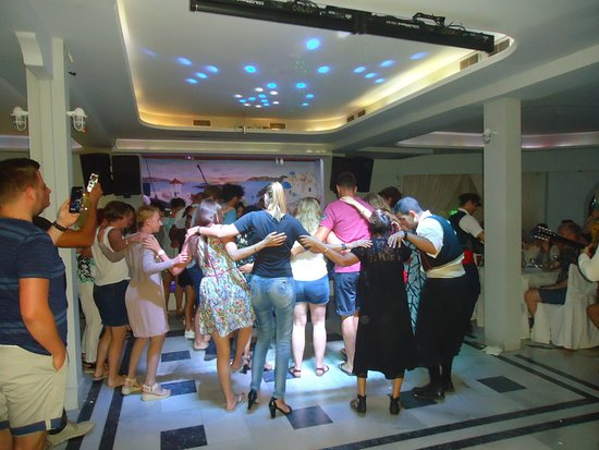 Greek Nights Dimitris: General dance on the floor