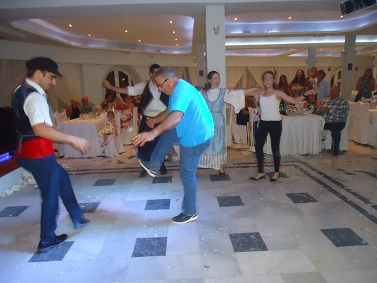 Greek Nights Dimitris: Dancing Syrtaki